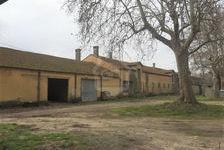 Aux portes d'Arles, surfaces d'entrepôt, de stockage, local professionnel. 5