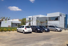 En zone Nord sur Arles, location d'un local professionnel ou commercial de 110m2, avec parking, sécurisé, bon 1300