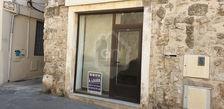 Arles centre local de 50m2 environ en bon état et disponible de suite 600
