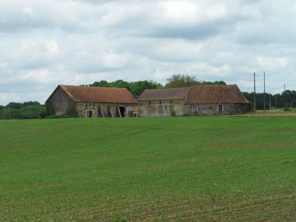 Vente Ferme Secteur LANOUAILLE  fermette à rénover, entièrement, avec belle vue environnante, sur 66339m2.  à Saint-martial-d\'albarède