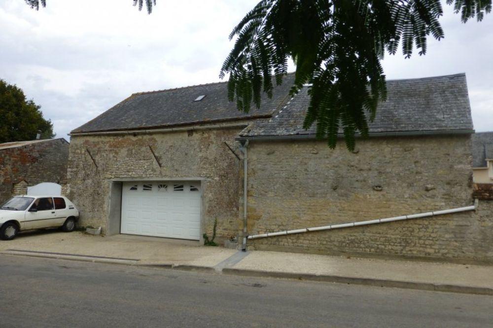 Vente Maison A  l ouest de Pithiviers, double Grange à restaurer dans village du loiret.  à Pithiviers