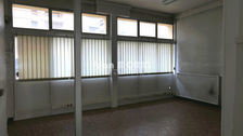 Local commercial de 60 m2 et un appartement de 26 m2 84000