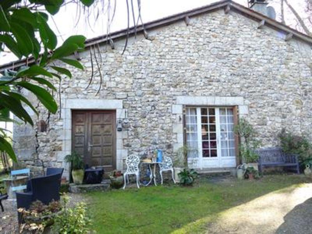 Vente Maison Spacieuse grange en pierre avec 3 chambres, située dans un hameau paisible à juste 1,5km d'un des plus beaux villages de France,  à St jean de cole