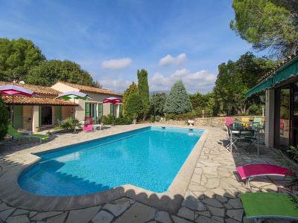 Vente Villa Peymeinade. Villa 180m2, très grande piscine, 4 chambres, 3 sdb,  terrain 2500ms  à La rochebeaucourt-et-argentine
