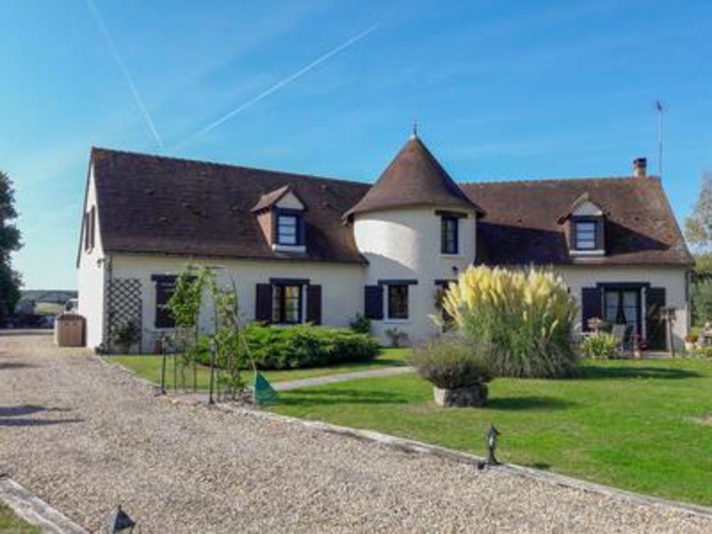 Vente Propriété/Château Belle demeure d'architecte avec vue dégagée sur la campagne  à Heugnes