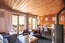 Bel appartement de style chalet en parfait état offrant trois chambres et une mezzanine, vue ouest et parking privé dans un endr 1275000 Les Allues (73550)