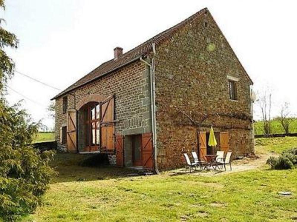 Vente Maison Proche Chambon sur Voueize. Grange rénovée, 4 chambres, grand espace de vie, jardin. Situé dans un hameau.  à Chambon sur voueize