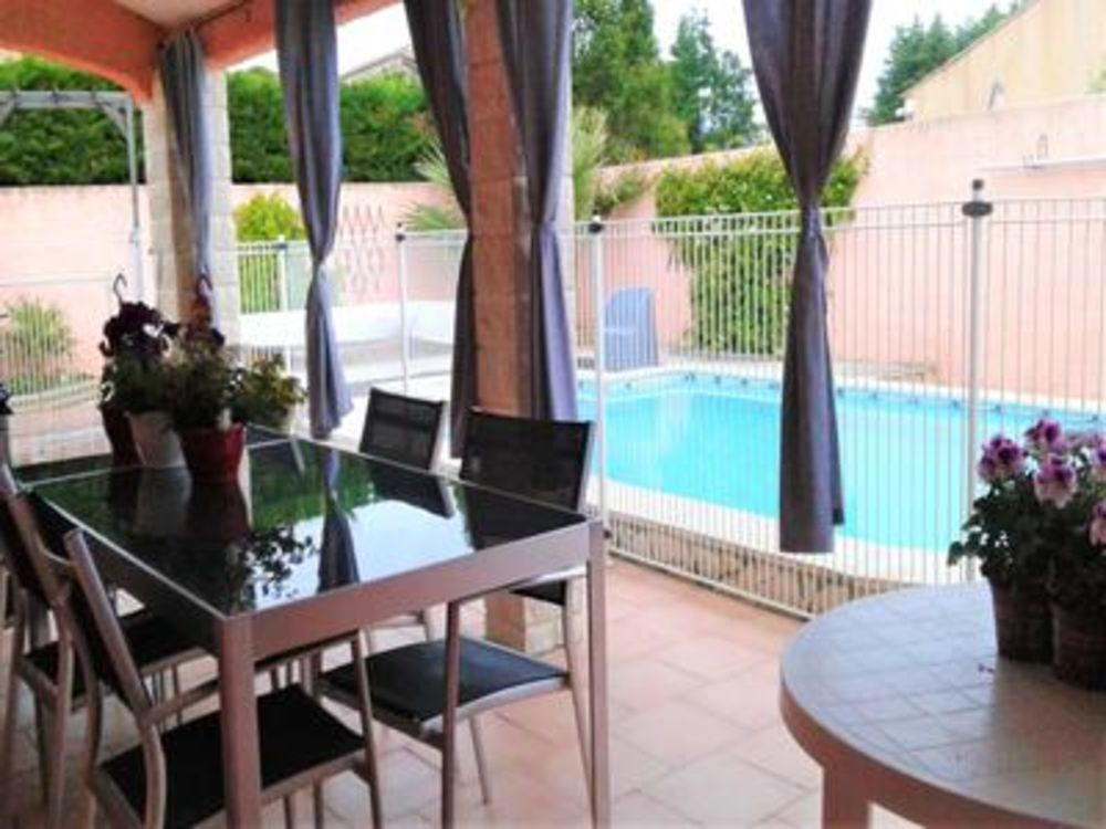 Vente Villa Proche Béziers une belle villa plain pied en excellent état, au coeur d'un environnement résidentiel calme. 4 pièces, 105m2 ofha  à Thezan les beziers