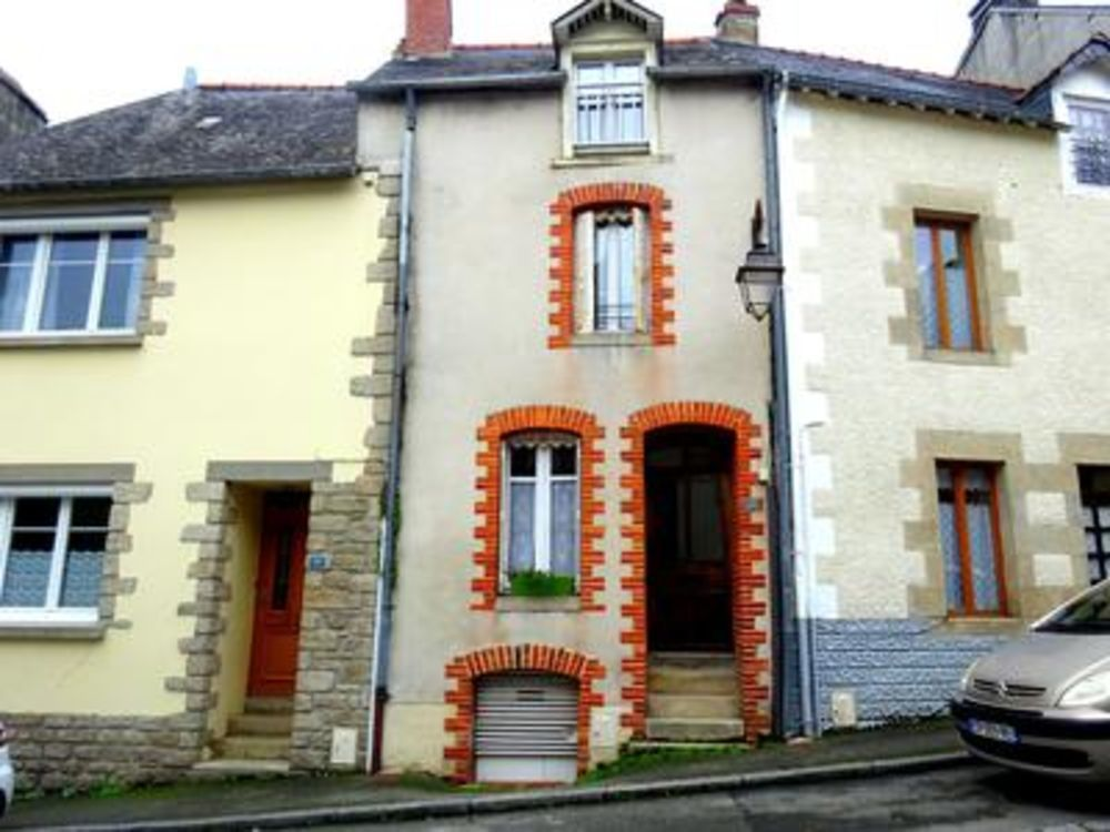 Vente Maison Josselin Centre - Proche du château - Jolie maison de ville sur trois étages avec 3 chambres.et un JARDIN.  à Josselin