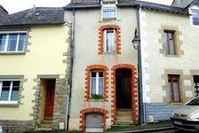 Josselin Centre - Proche du château - Jolie maison de ville sur trois étages avec 3 chambres.et un JARDIN. 104000 Josselin (56120)