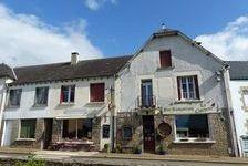 Bar/Restaurant situeé dans une joli village. apartment avec 3 chambres3 salle de bains, jardin et gite a rénover. 190800