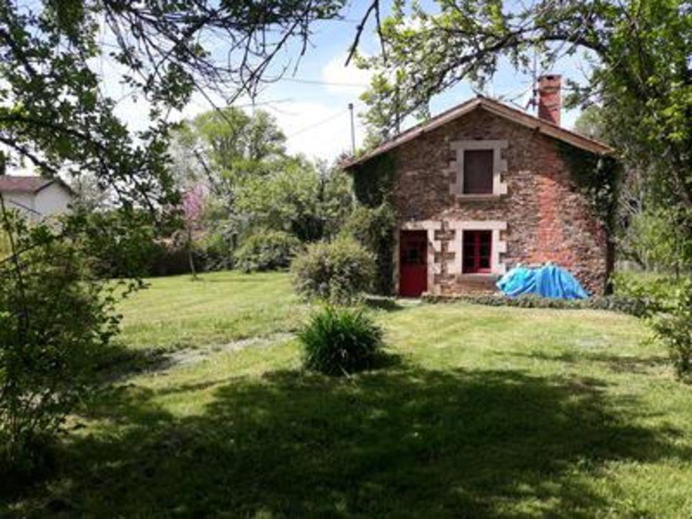 Vente Maison Maison en pierre rénovée non-mitoyenne, avec une chambre, jardin attenant et parking privé.  à Oradour sur vayres