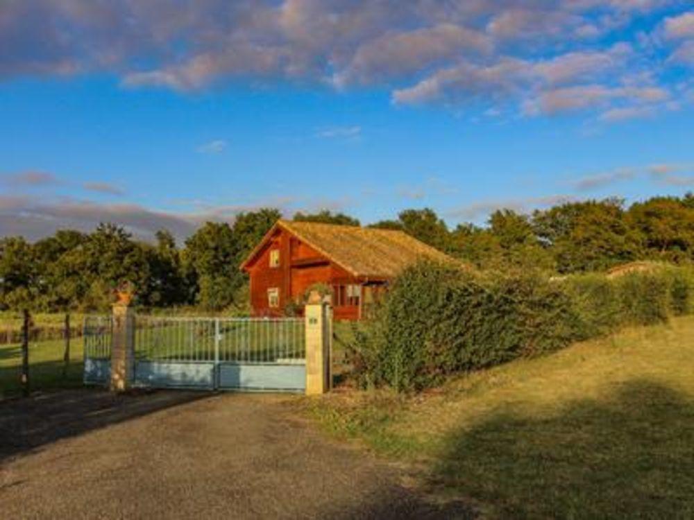 Vente Villa Maison contemporaine en bois style chalet scandinave et garage sur terrain clôturé situé au calme dans un des plus beaux village  à Lannux