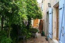 Maison de village traditionnelle de 2 chambres avec gîte de 2 chambres à rénover et granges et terrain à aménager. 160230 Romazières (17510)