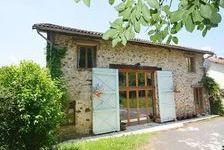 Deux maisons dans le campagnes - la première avec quatre chambres, cinq salles de douche et un salon magnifique plus piscine. L' 260000 Champagnac-la-Rivière (87150)