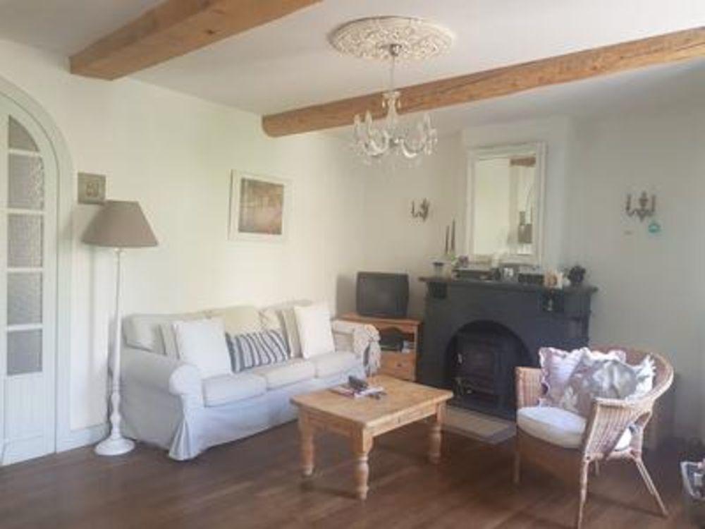 Vente Maison Super elegante ancienne maison vigneronne, tres bien renovee avec cour et balcon ensoleeiles, grand garage, grenier  à Siran