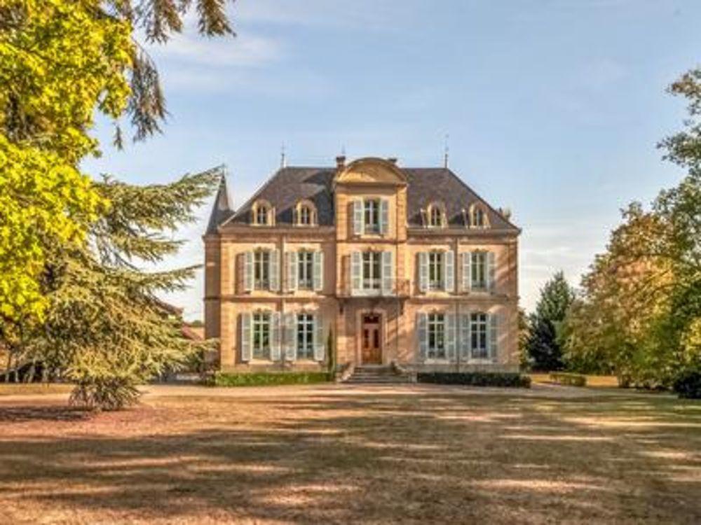 Vente Propriété/Château Château du 19ème siècle avec 11 chambres, vaste terrain, écuries et piscine, 15 minutes de Roanne, 1h30 de Lyon. Potentiel pour  à Roanne