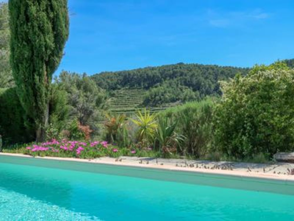 Vente Villa Belle villa de plain pied avec des vignobles et des collines autour, à 15 minutes de la mer, avec des vues incroyable et un stud  à Le beausset