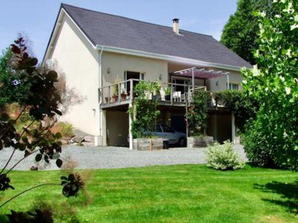 Vente Maison Maison de luxe, avec terrasse surélevée et beau jardin, à la périphérie d'Arnac Pompadour. 3 autres chambres et 2 salles de bain  à Arnac pompadour