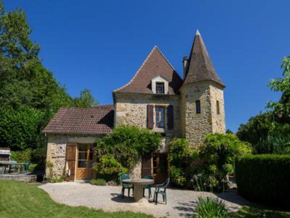 Vente Maison Ancien presbytère à faire allure du 18ième siècle avec beau parc et piscine dans un joli, petit hameau au Périgord Noir.  à St felix de reillac et mortemart