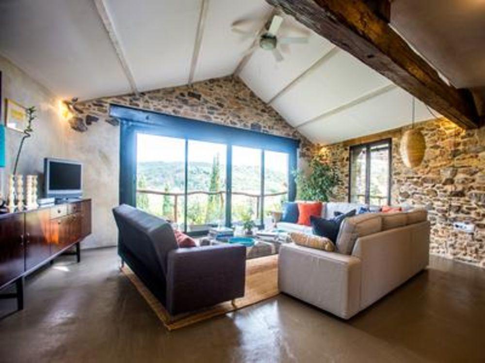 Vente Maison Faugères, superbe maison d'architecte, 3 chambres, deux terrasses et vue imprenable sur mer et montagnes.  à Faugeres