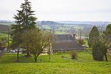 Une belle maison de village en pierre avec 3 chambres bordant une rue tranquille avec un grand jardin, une petite cour, une dépe 162410 Badefols-d'Ans (24390)