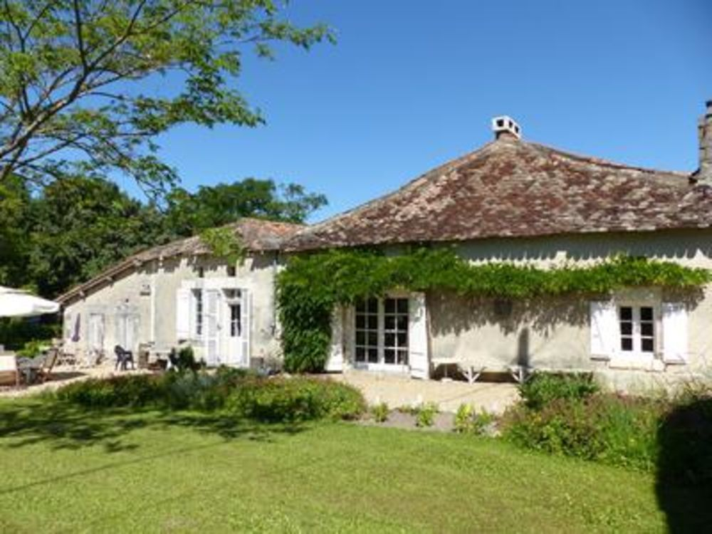 Vente Maison Ensemble de 2 maisons avec beaucoup de charme, granges et dépendances, dans un bel endroit paisible, près de Chalais pour tous c  à Curac