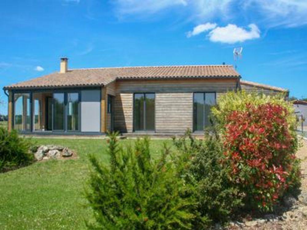 Vente Maison Une belle maison lumineuse de plain-pied, avec trois chambres et faisant face à un vignoble. Une maison entièrement clés en main  à Fenioux