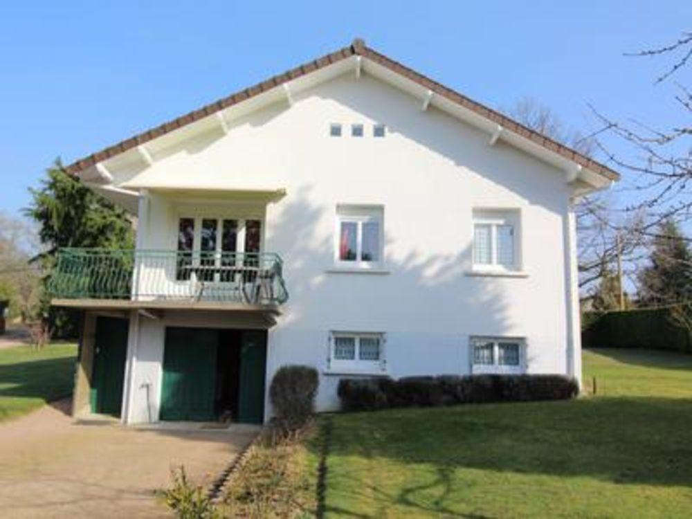 Vente Maison Maison indépendante de 4 chambres, sans vis à vis et très proche du centre de Rochechouart  à Rochechouart