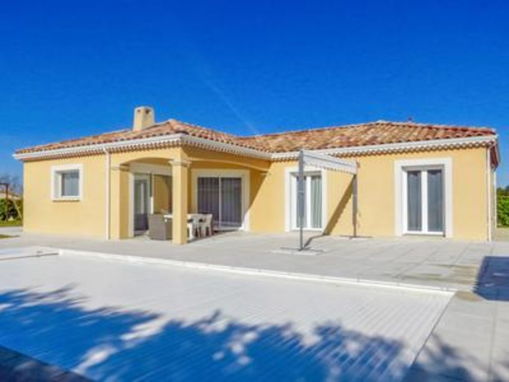 Vente Villa Exceptionnel. Drôme, Villa de plain pied moderne et élégante, avec piscine, jardin, terrasse, grand parking.4/5 chambres sur 176  à Crest