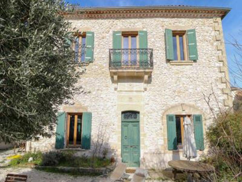 Vente Maison Maison de village du 19ème siècle sur 2 étages (220 m2) avec cour, garage, dans un jolie village proche Nîmes.  à Nimes