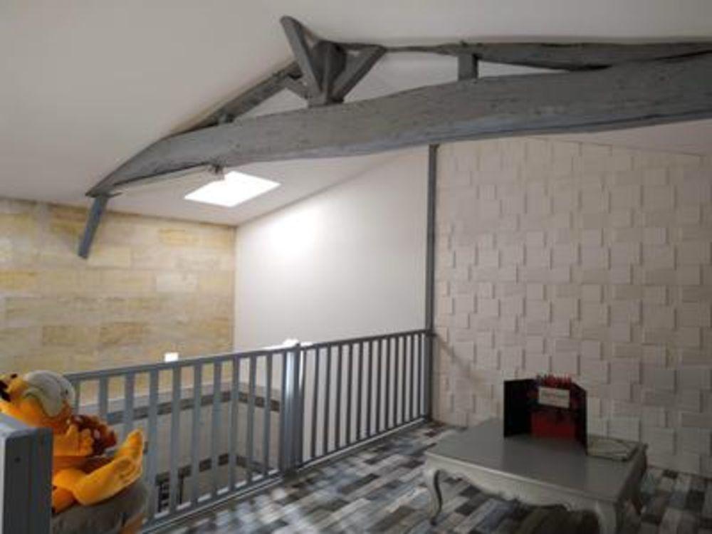 Vente Ferme Maison 3 chambres, un bureau, un garage, un espace bien-être, sur terrain clos de plus de 1 hectare avec étang, sources, puits.  à Abzac