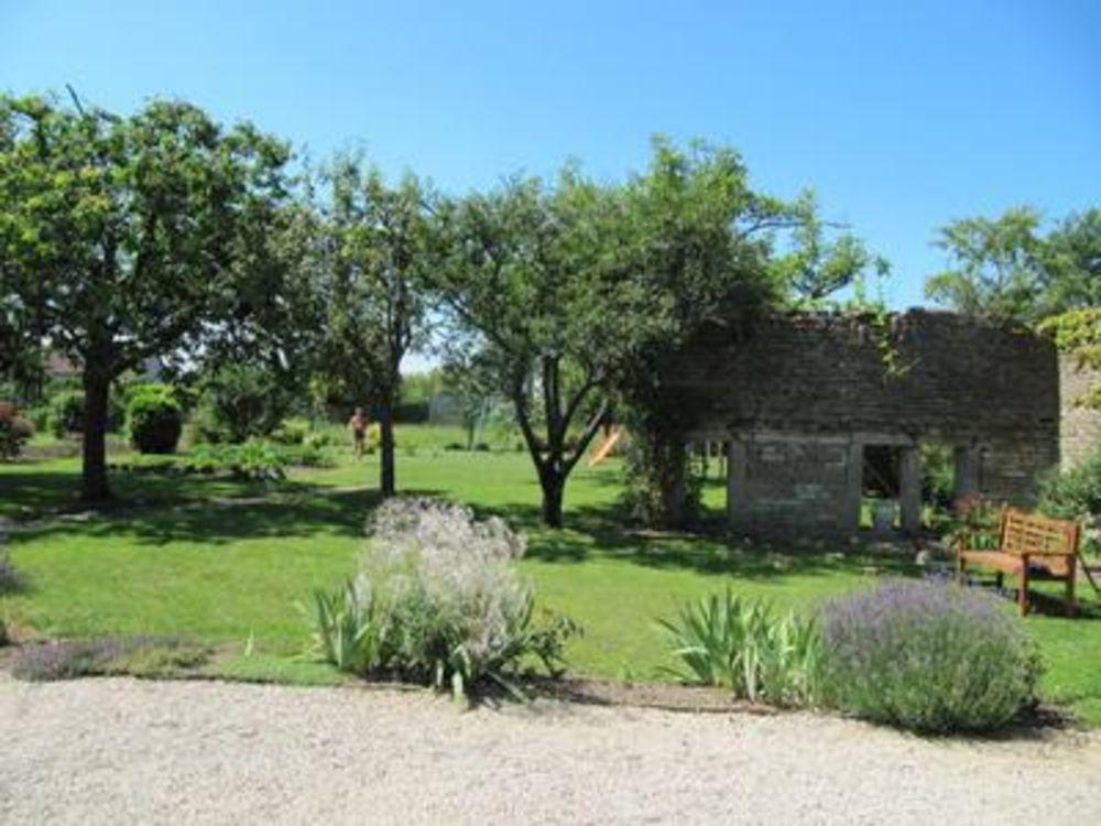 Vente Maison Agréable maison d'hôtes du 19ième siècle,  comprenant 11 chambres, située en Côte d'Or, en Bourgogne.  à Epernay sous gevrey