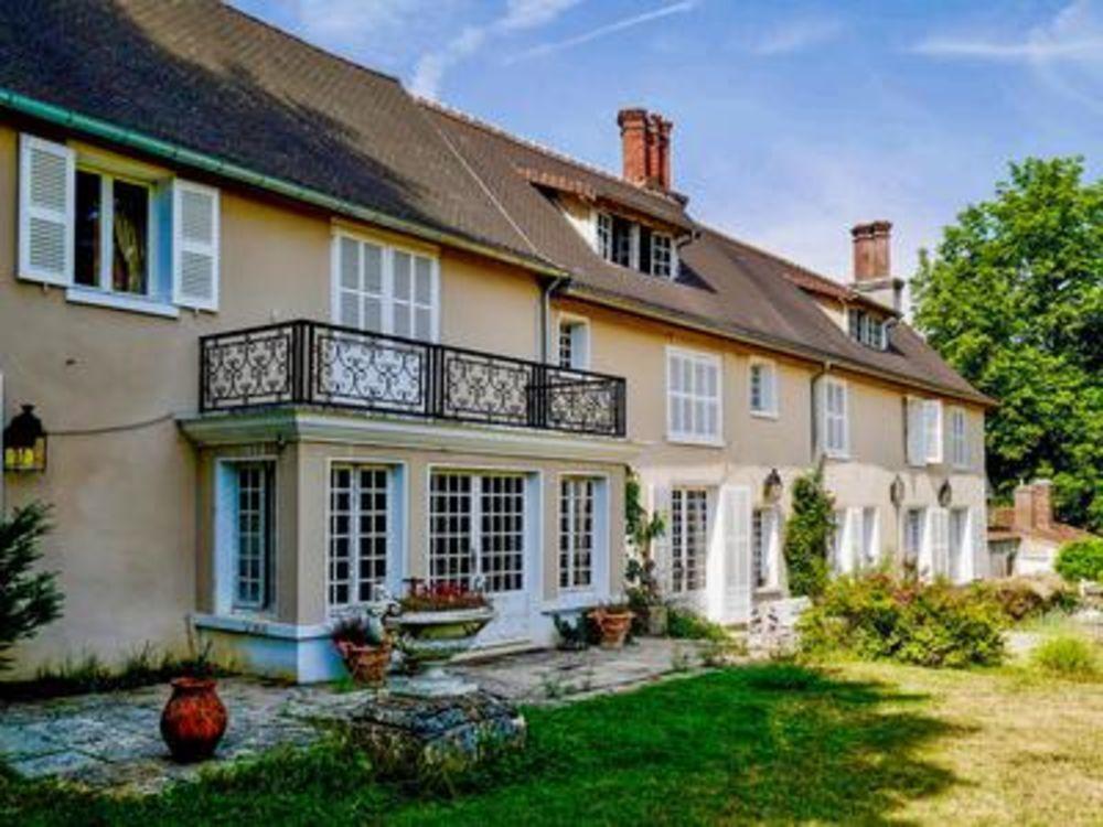 Vente Propriété/Château Manoir historique avec 7 hectares de terrain à 30 minutes de Paris (A15) en limite Sud du Parc du Vexin  à Evecquemont