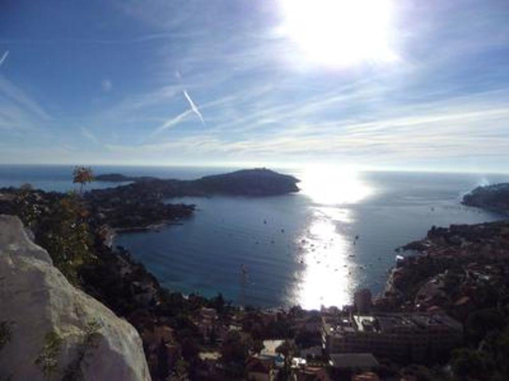 Vente Maison Villefranche sur mer. Situation exceptionnelle face à la mer,4 Pièces avec vue panoramique sur la Rade et St Jean Cap Ferrat.  à Villefranche