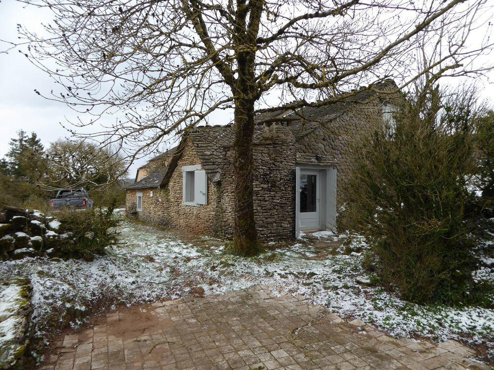 Vente Maison Plateau de Guilhaumard, en bordure de hameau, maison pierre 65m²  à Cornus