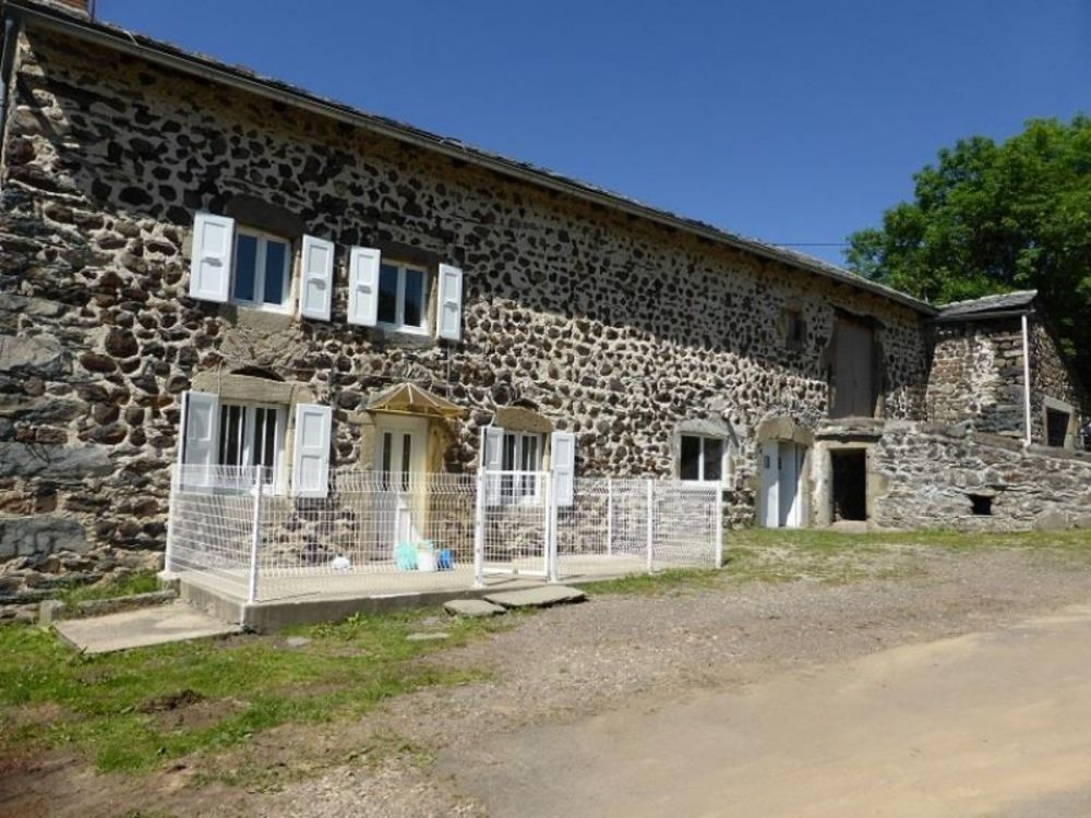 location Maison - 3 pièce(s) - 75 m² Saint-Hostien (43260)