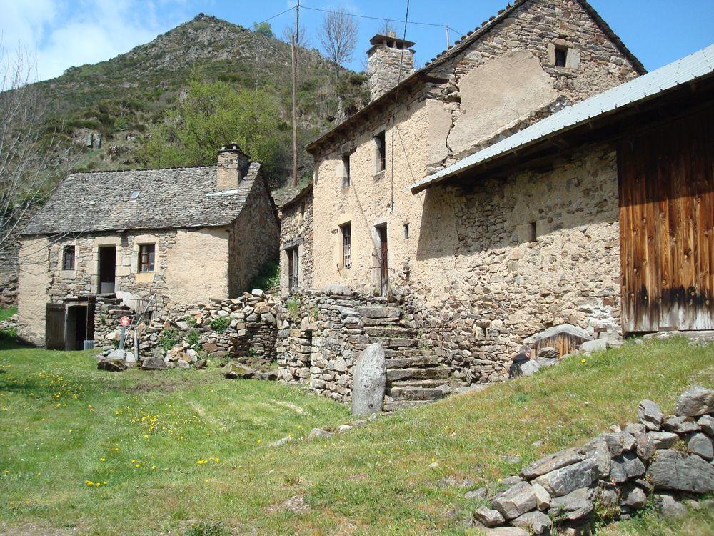 Vente Maison Corps de ferme  à Saint leger de peyre