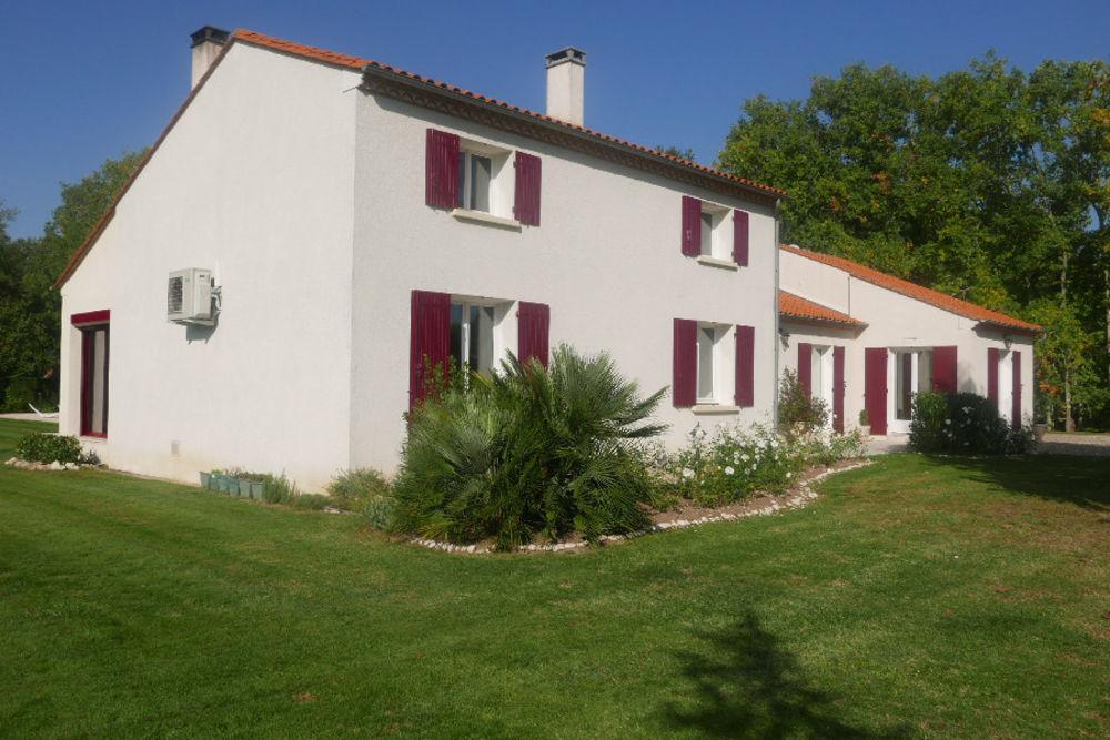 Vente Maison maison/villa 8 pièces  à Bergerac