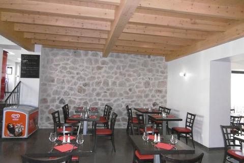 Murs immeuble et Fond de commerce restaurant l'ensemble entièrement rénové. 281000 43220 Dunieres