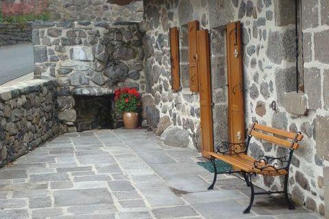 SAINT-HIPPOLYTE  - Maison - 5 Pièces - 115m² 227000 Saint-Hippolyte (15400)