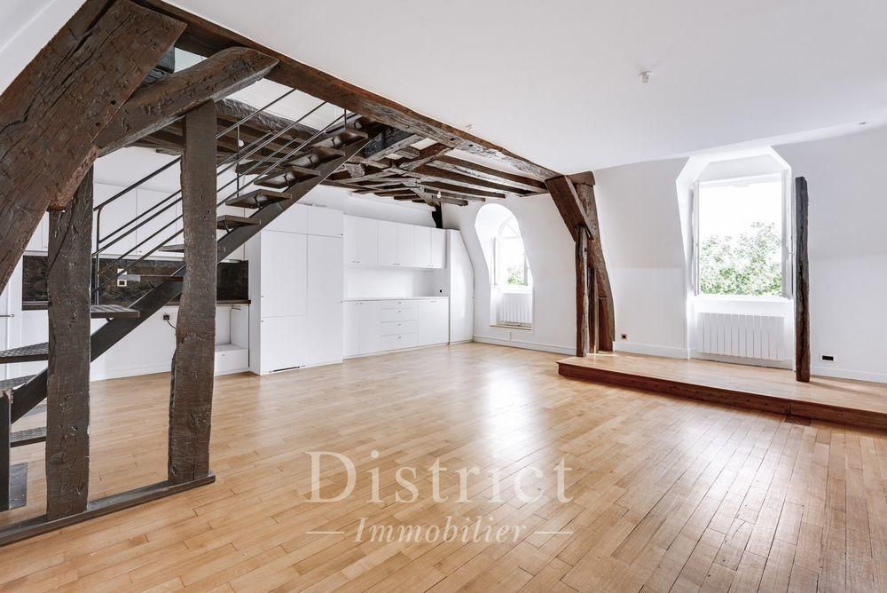 Location Appartement Quai Bourbon. Dernier étage vue sur Seine. Duplex de 75m² carrez Paris 4