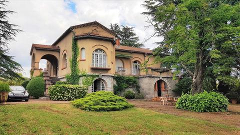 Maison de Maître années 30 au coeur d'un joli parc clos et arboré de 3650 m2 proche de toutes les commodités. 290000 Saint-Ambroix (30500)