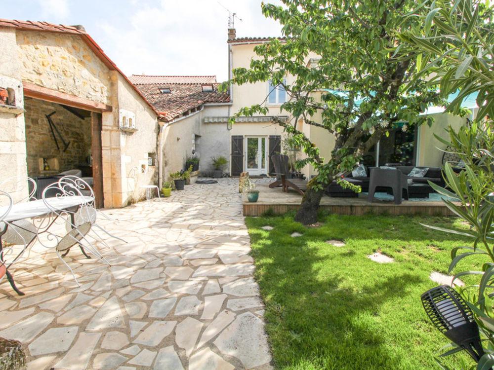 Vente Maison Superbe maison familiale avec 4 chambres, un bureau, grand jardin et garage. Ruelle-sur-touvre