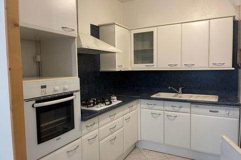 A  vendre appartement T3  CENTRE DE BOURG au pied  de la zone piétonne avec cave et grenier. 155000 Bourg-en-Bresse (01000)