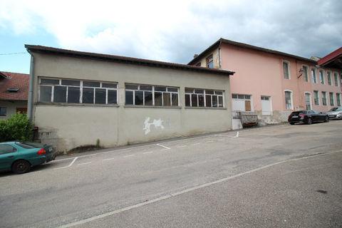Local commercial - 390 m² - centre village - SAINT GENIX LES VILLAGES 108000 73240 Saint genix les villages