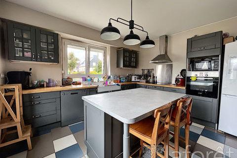 Maison Quimper 5 pièce(s) 120 m2 233200 Quimper (29000)