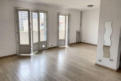 Appartement Toulon Aguillon T4  65.58 m2 avec grand balcon et une loggia 154000 Toulon (83000)