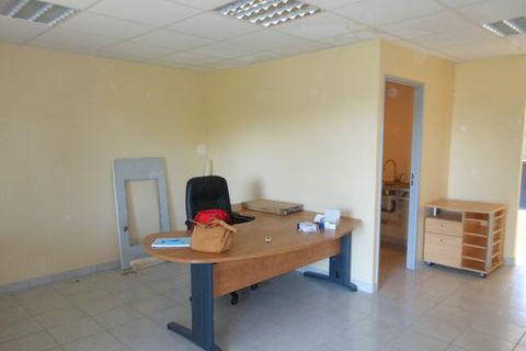 Loue Montrevel local commercial activité de bureaux 809 01340 Montrevel en bresse
