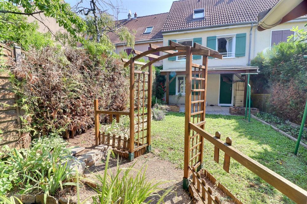 Vente Maison Quétigny, maison mitoyenne, sous-sol complet et terrain de 134 m² Quetigny